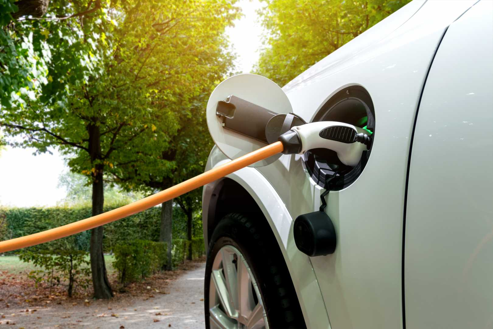 Elektrische wagen opladen buiten