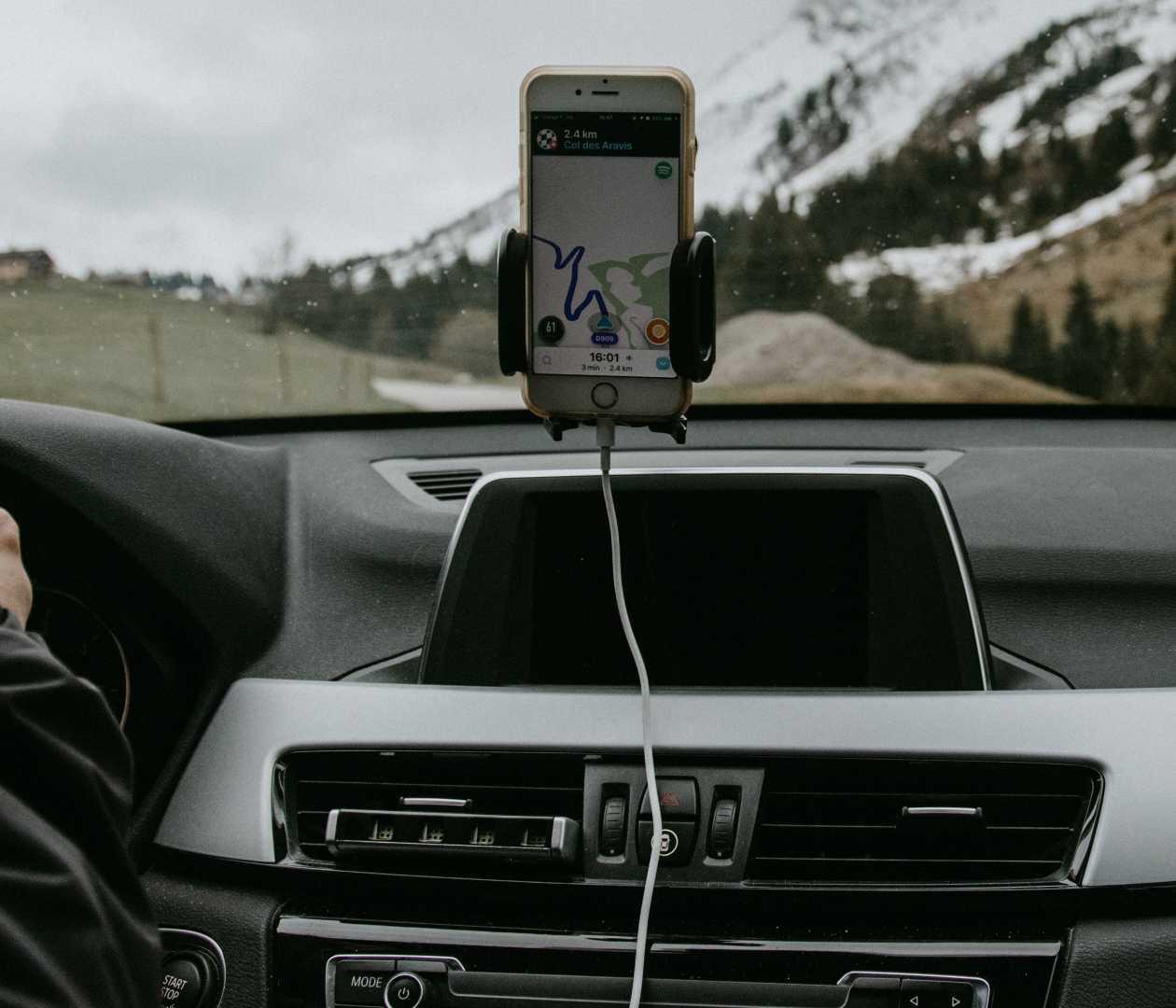 Smartphone opladen auto
