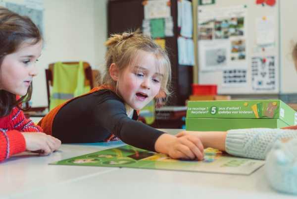 Batterijen in de klas: maak kennis met onze educatieve speldoos