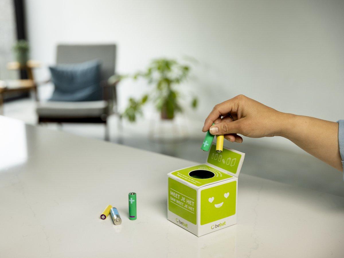 Batterijen in inzamelkubus