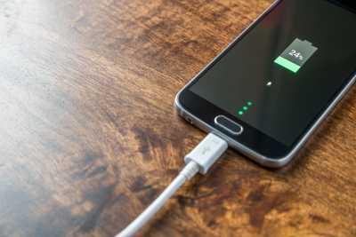 Feit of fictie: laat de batterij van je smartphone helemaal leeglopen vooraleer je ze oplaadt
