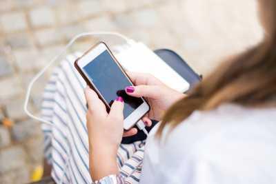 Feit of fictie: je smartphoneoplader in het stopcontact laten zitten verbruikt veel energie