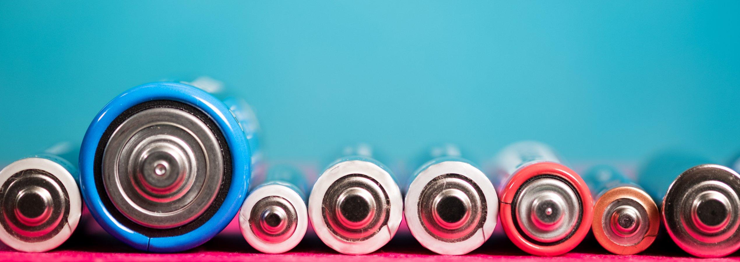Verschillende soorten batterijen mengen: doen of niet?