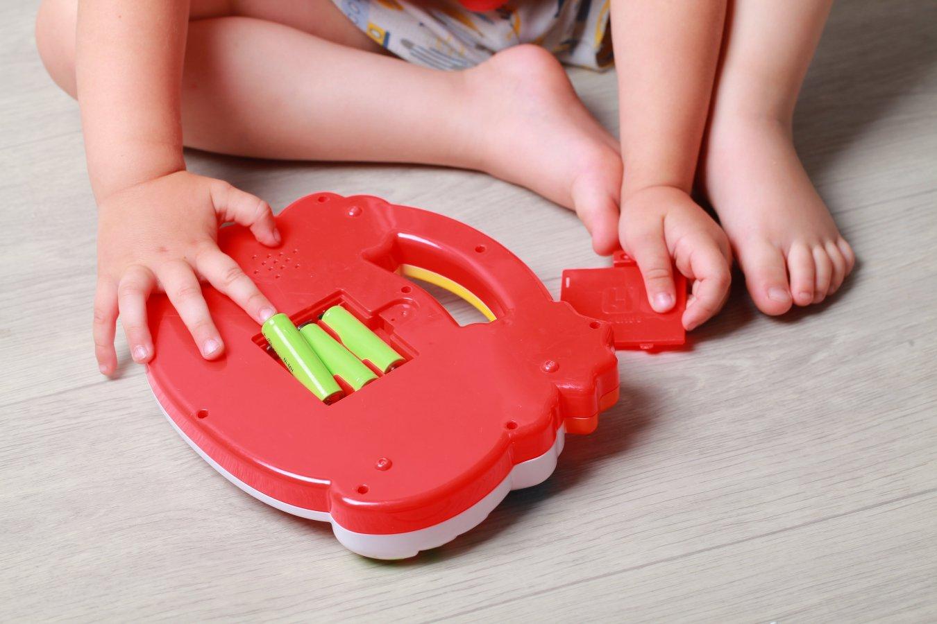 Mijn kind heeft een batterij ingeslikt! Wat te doen?